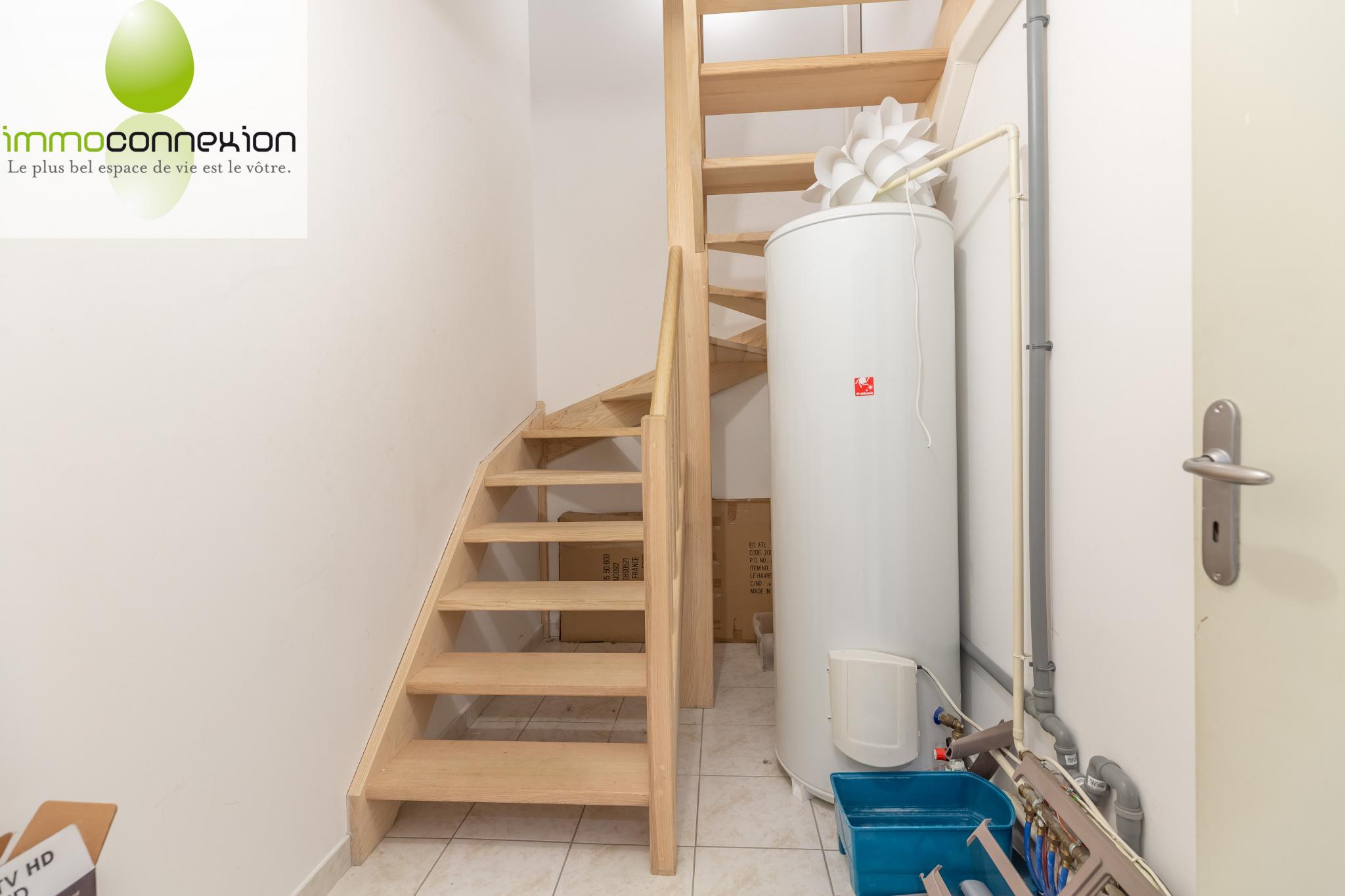 Maison Amnéville escalier vers salle de jeux