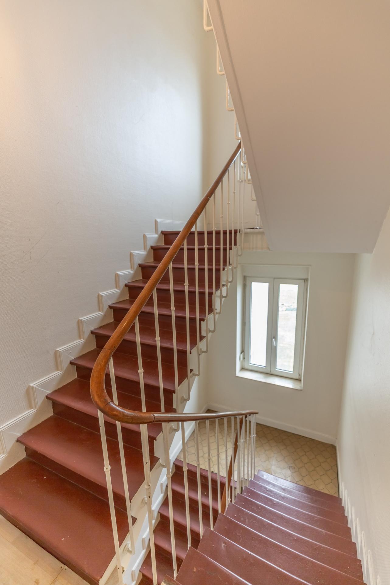 clouange immeuble escalier