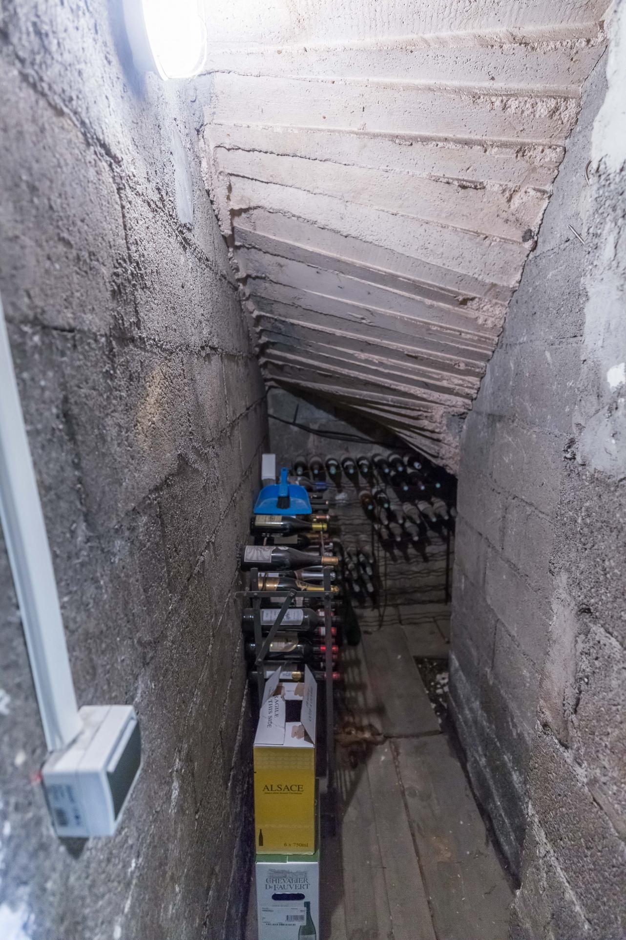 Maison clouange sous escalier