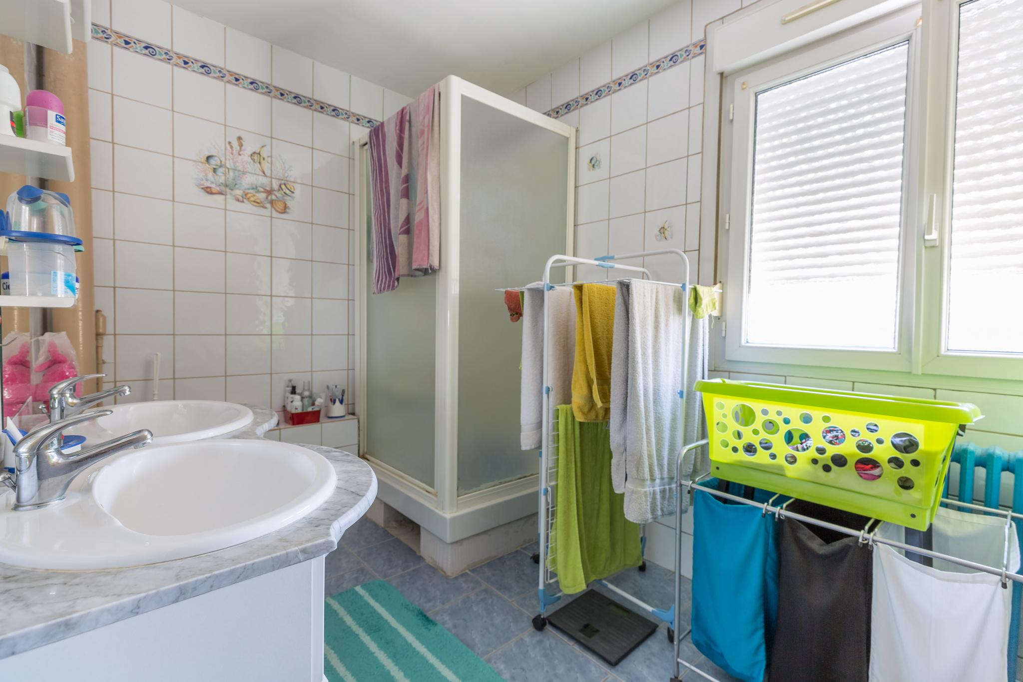 Maison clouange salle de bain