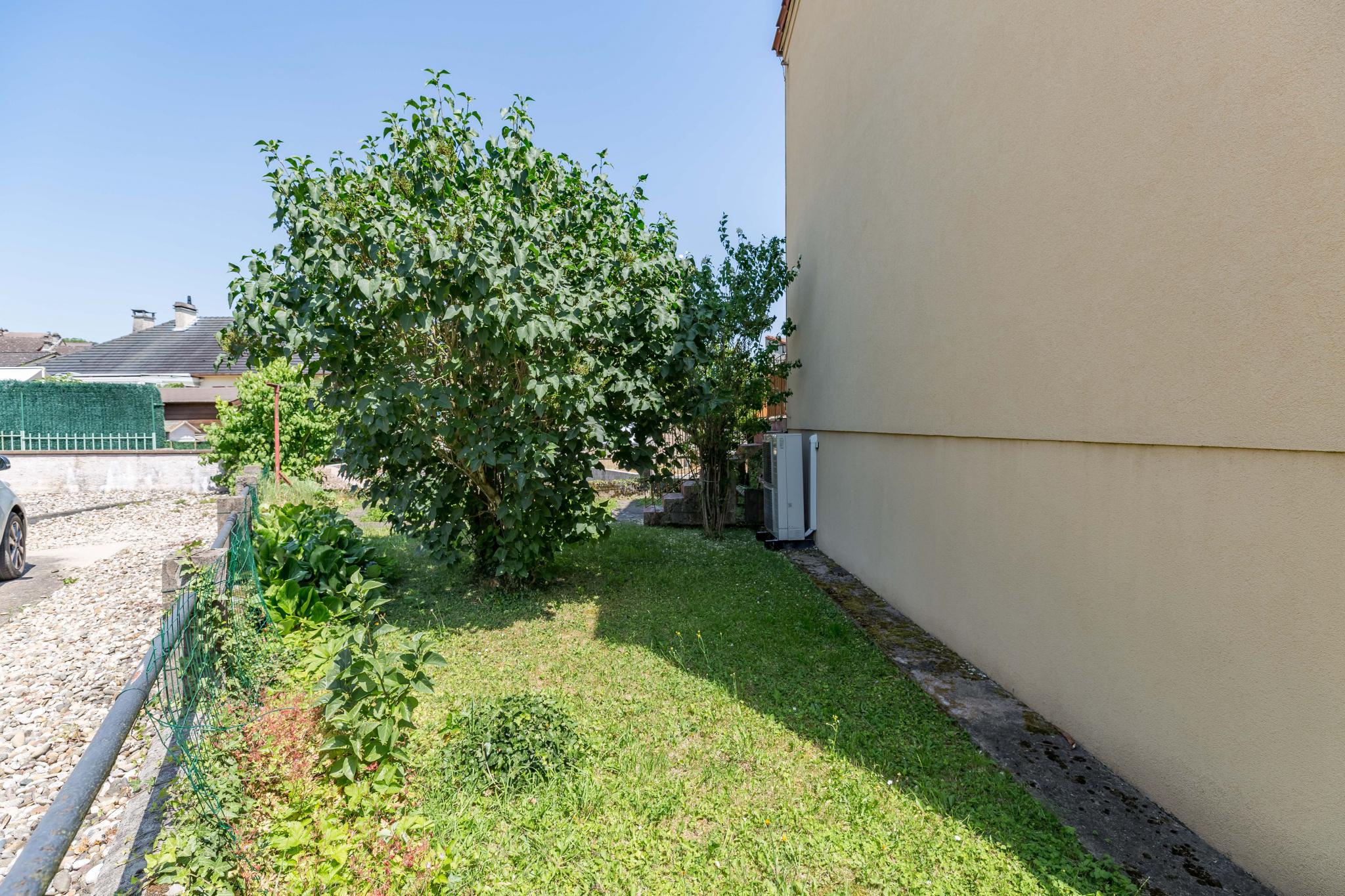 Maison clouange jardin